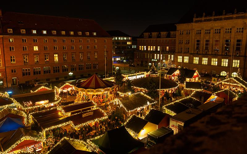 Ein atemberaubender Blick über das Weihnachtsdorf
